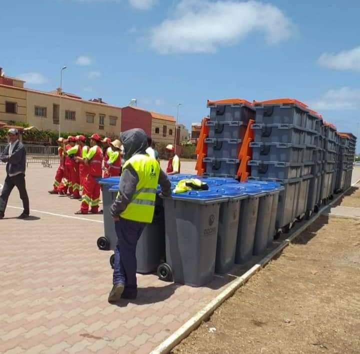برشيد: وضعية صعبة يعيشها عمال النظافة بسيدي رحال الشاطئ بسبب عدم آداء ٱجورهم